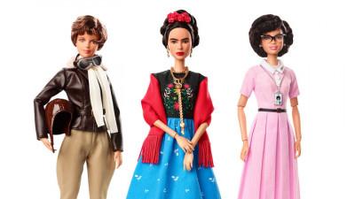 Barbie sarbatoreste 8 martie cu super-femei