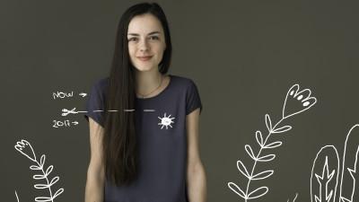 [Tricou de designer] Daca afara ploua, macar pe tricou sa te imbratiseze soarele. Asa zice Corina Dragan