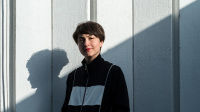"""[Flori, fete, feminism] Ioana Gheorghita: """"Pe scurt, drama e asta: femeile sunt private de drepturi si optiuni inca de mici, toata viata, iar majoritatea oamenilor - ambele sexe - nici macar nu observa"""""""