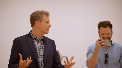 Doi comedianți celebri întră într-un muzeu