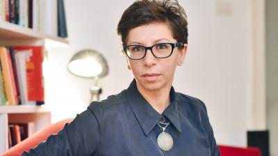 """[Flori, fete, feminism] Silvia Teodorescu: Femeile sunt etichetate frecvent ca """"muncitoare, serioase, devotate, bune de pus la treaba, dar fara viziune"""""""