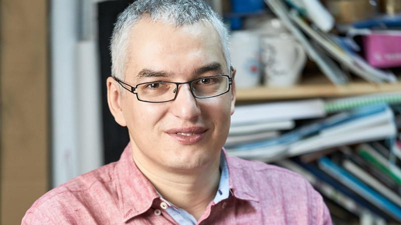 "Whatfontis creste calitatea vietii de designer. Alexandru Cuibari: ""Ideea a aparut dintr-o nevoie personala: in liceu faceam felicitari"""