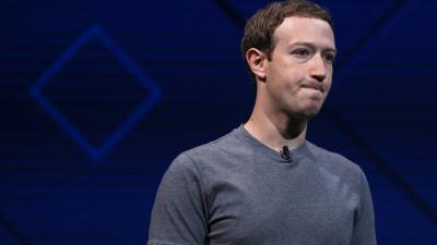 Zuck descopera ca ziarul e util, iar Musk, ca Facebook-ul nu-i