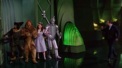 Și, când Dorothy a ajuns pe tărâmul lui Oz...