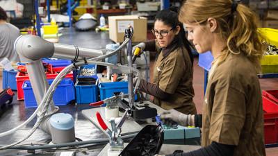 Studiu ZEW: Robotizarea creează noi locuri de muncă și susține creșterea salariilor