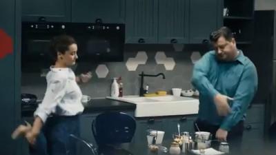 Hai că există și români care dansează