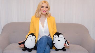 """Manuela Ciugudean și Pinguinii ei: """"Imediat după naștere, dintr-un om foarte activ social, am devenit casnică. Din vara lui 2017, sunt mama-antreprenor"""""""