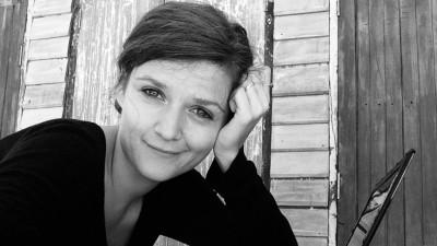 [Între scenarii] Raluca Mănescu: La noi, regizorii își cam scriu singuri scenariile și apelează la scenariști ca la babe tămăduitoare