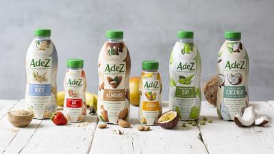 Compania Coca-Cola intră pe piața băuturilor pe bază de plante prin lansarea AdeZ