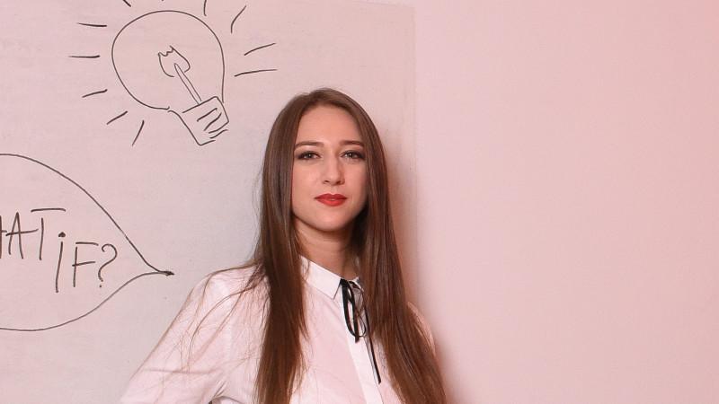 [PR-ul fata cu reactiunea] Simona Mincu (pastel): Multi au inteles ca polarizarea targetului poate fi in avantajul lor uneori