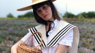 Cosuri din paie si gulere marinaresti compun Les vacances d'Irina