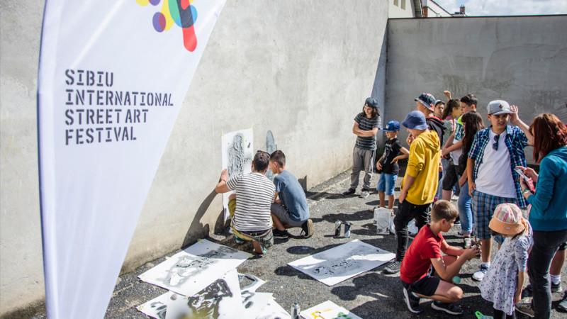 Noi locații și un autobuz se pictează în premieră, la SISAF 2018. 26 de lucrări de artă stradală schimbă fața Sibiului, începând de astăzi