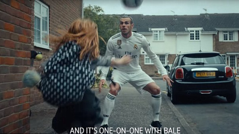 Gareth Bale si Dele Alli, driblati ca-n curtea scolii de o pustoaica de 9 ani