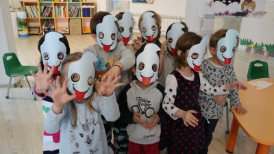 Ție ce-ți spune un urs panda alb-turcoaz?