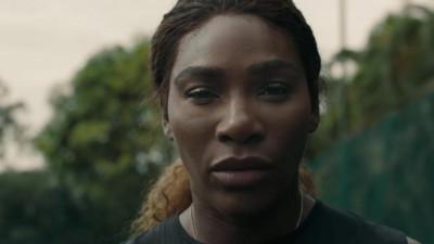 """Asculta bassul cum face """"boom"""" si ascult-o pe Serena recitand din LL Cool J"""