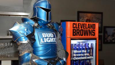 Brand american de bere cinsteste un oras intreg dupa ce echipa locala de fotbal castiga in sfarsit un meci