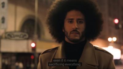 Printre aplauze și pantofi incendiați, Nike lansează spotul cu Colin Kaepernick