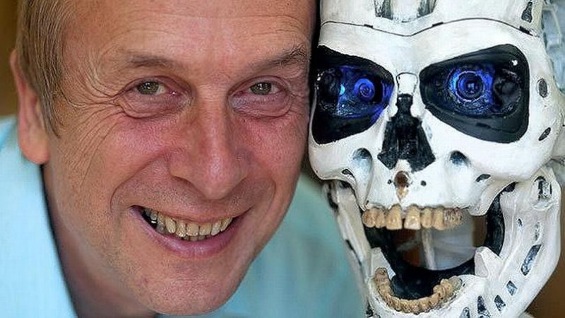 Viitorul va fi al cyborgilor. Omul de știință care conectează creierul cu AI vine la IMWorld