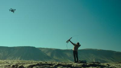 """Umor, electricitate și îndrăzneală ca-n basme: """"Femeie în război"""", din 12 octombrie la cinema"""