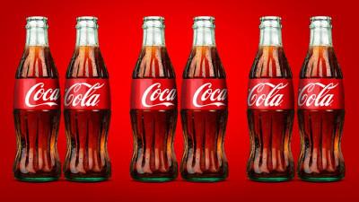 [UPDATE] Coca-Cola are sticle care se iubesc cum vor ele