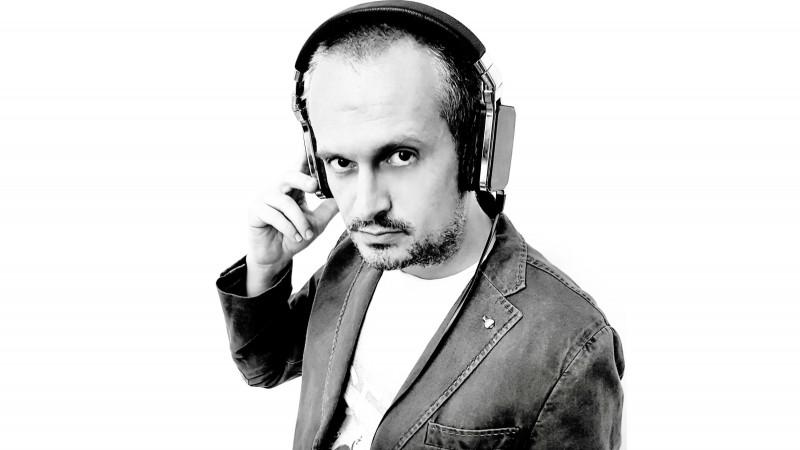 După 20 de ani: Dragos Stanca revine în FM, la Radio Guerrilla, cu o emisiune de cultură digitală si stiri din tehnologie