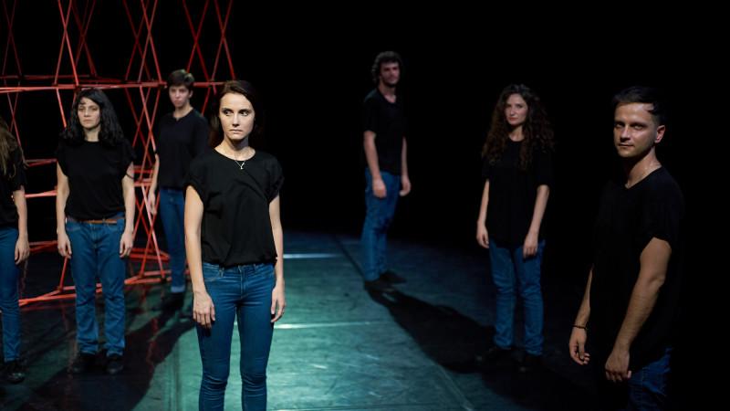 153 DE SECUNDE, teatru contemporan inspirat de povestea uneia dintre supraviețuitoarele dramei de la Colectiv
