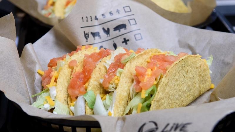 Dublă sărbătoare, alături de fani: Onomastică și aniversare în octombrie pentru Taco Bell, la un an de la lansare