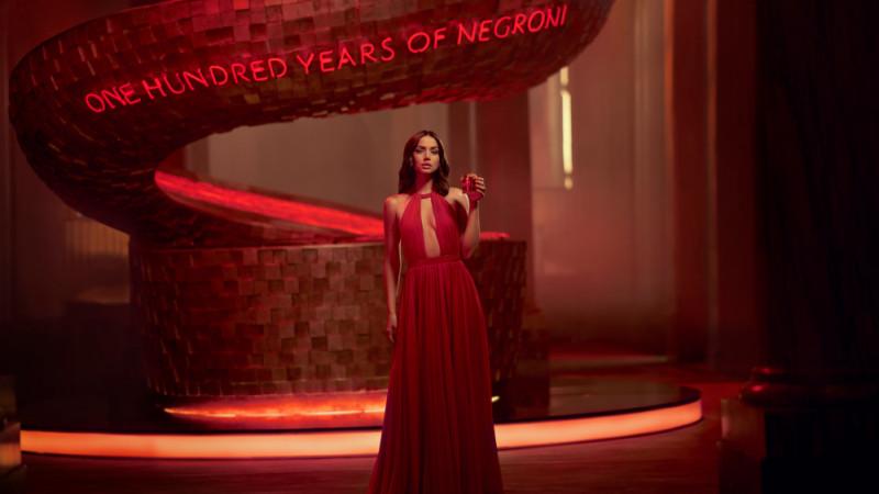 Campari Red Diaries - Entering Red: Ana de Armas este starul scurtmetrajului regizat de Matteo Garrone