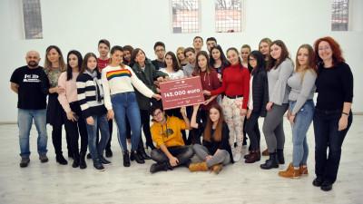 """O nouă generație de elevi va spune ,,Prezent'' la liceu printr-o donație de 145.000 de euro din partea KFC și Pizza Hut pentru programul - """"Vreau în clasa a noua!"""""""