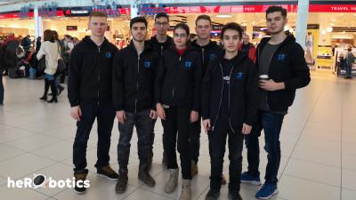 Elevii echipei heRObotics din Timișoara programează roboți aflați la bordul Stației Spațiale Internaționale, cu sprijinul BRD