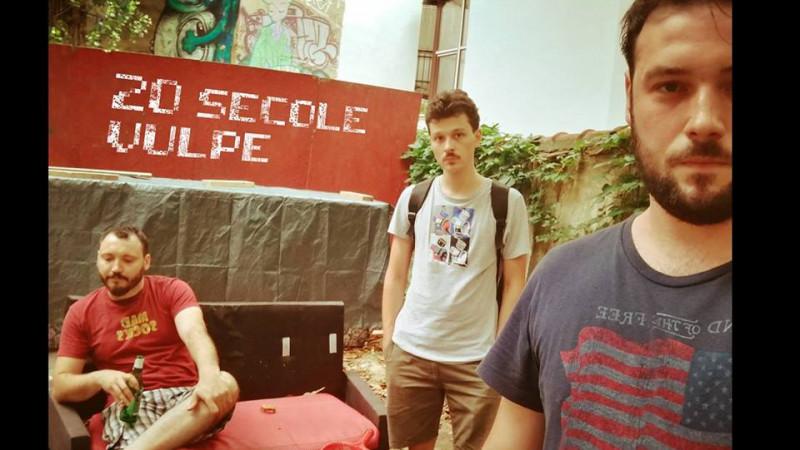 """[Doi-zece, muzici noi] 20 Secole Vulpe. """"Uitati, astia suntem: un ungur si doi moldoveni; asta-i muzica, asta-i show-ul"""""""