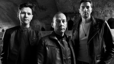 [Doi-zece, muzici noi] Electric Tuxedo se adresează celor care dimineaţa ascultă matinalul Kiss FM, iar seara aleargă pe bandă în fundal de Rock FM
