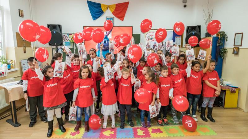 Colgate România și voluntarii Crucii Roșii Române învață 100.000 de copii din 14 județe cum să aibă o igienă orală corectă