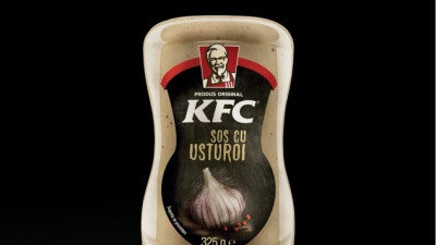 Sosul cu usturoi KFC, din nou în retail: Produsul este disponibil permanent, în rețeaua de magazine Carrefour din România