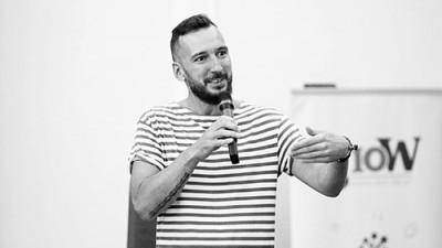 Vlad Tăușance și marketingul cultural: Ești aici să conectezi oameni, nu să dai verdicte, nici să snobezi