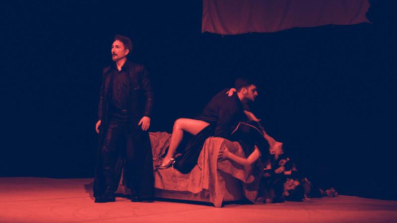 HAMLET ȘI NOI - spectacolul care transformă casele de patrimoniu și muzeele în teatre pentru o zi