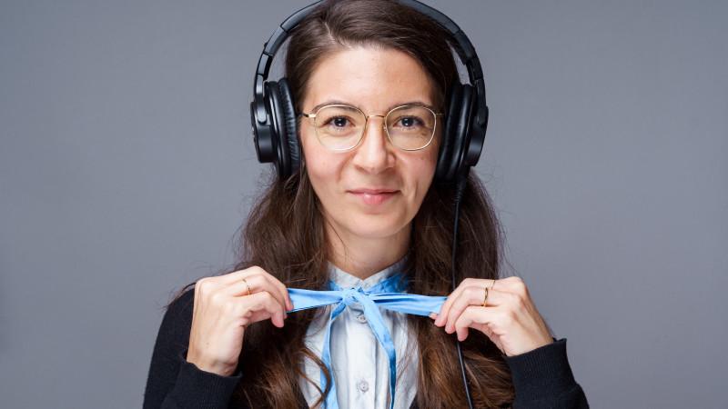 [REC și la podcast] Andreea Vrabie (Pe Bune): Podcastul și audio, în general, mi se pare cea mai intimă formă de conținut, pentru că vocea transmite emoție