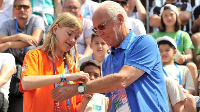 Franz Beckenbauer, ambasadorul global al Programului Fotbal pentru Prietenie, va fi alături de tinerii fotbaliști la ediția de anul acesta a programului, care se va desfășura în Madrid