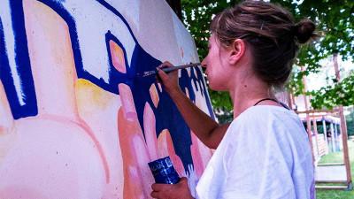 [Strada e pe bani] Irina Mocanu și Graffete, un girl crew de artă stradală