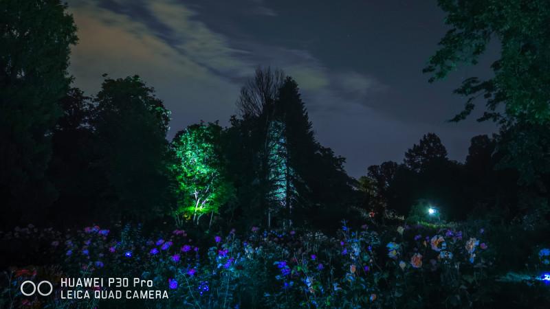Descoperă cât de spectaculoasă este Grădina Botanică din Capitală noaptea