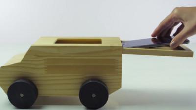 Jucării care tratează dependența părinților de telefonul mobil