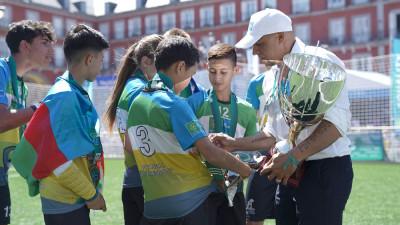 Roberto Carlos a premiat câștigătoriiCampionatului Mondial Fotbal pentru Prietenie 2019