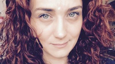[Înnoirea în industrie] Laura Nedelschi, Freelancer: Mentoratul creativ nu e un pas facultativ
