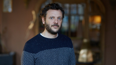 [Pe mici sau mari ecrane] Bogdan Dumitrache: Seriile extind conventia cinematografica si aduc aport inovativ in limbaj