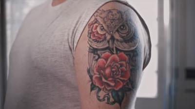 Tatuajele vorbesc. La propriu