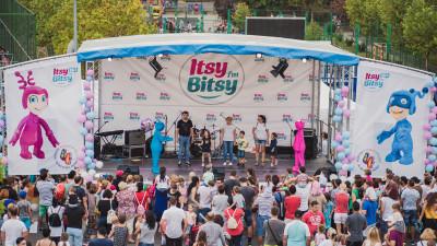 Copiii descoperă că au superputeri cu Itsy Bitsy