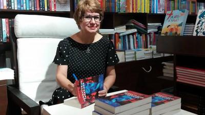 """[Obsesii part-time] Camelia Cavadia: Aveam 44 de ani când m-am apucat să scriu cartea """"Vina"""""""
