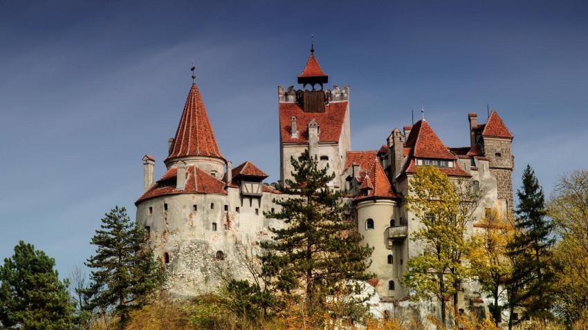 Autori și artiști din peste 10 țări compun muzică în castelul Bran începând de luni, în cea mai mare tabară internațională, Dracula's Bran Castle Songwriting Camp