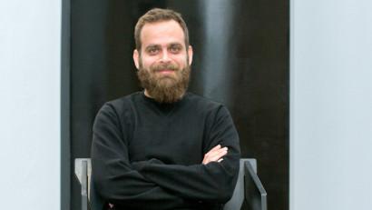 [O, ce veste creativă] Dan Șendroiu: Crăciunul e ca rozul. Unora pur și simplu le vine bine, unii îl poartă ca și când ar fi alb, iar pentru alții e o provocare