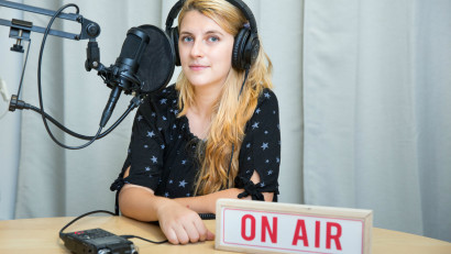 [REC și la podcast] Ana Maria Ciobanu (Satul Mădălinei): Am descoperit că oamenii se deschid surprizător de natural și intim în fața microfonului